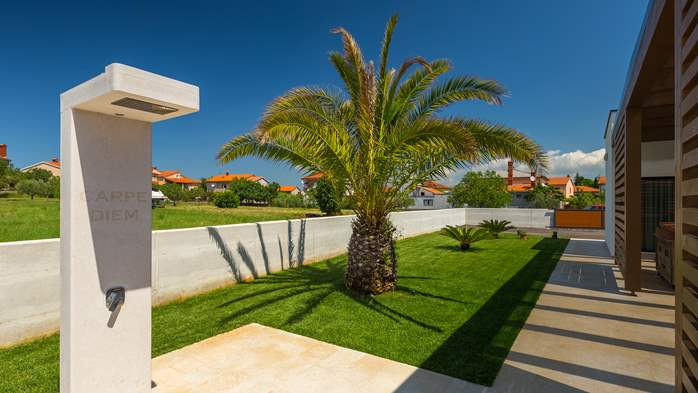 Luxury villa in Pula with heated pool and Jacuzzi for ten persons, 18