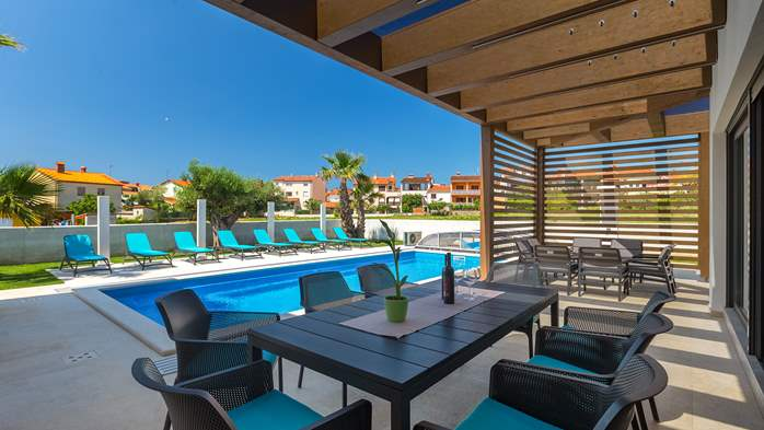 Luxury villa in Pula with heated pool and Jacuzzi for ten persons, 17