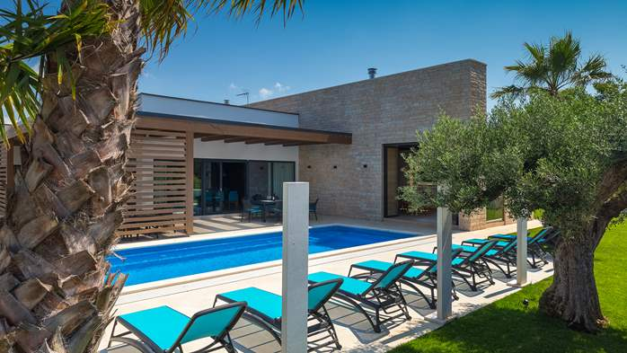 Luxury villa in Pula with heated pool and Jacuzzi for ten persons, 1
