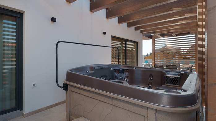 Luxury villa in Pula with heated pool and Jacuzzi for ten persons, 22