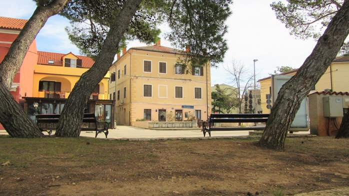 House in Fažana, just 30 m from the sea, offers nice apartments, 23