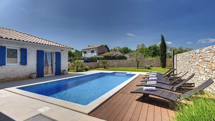 Irresistible villa with an outdoor heated pool, for 8 persons, 3