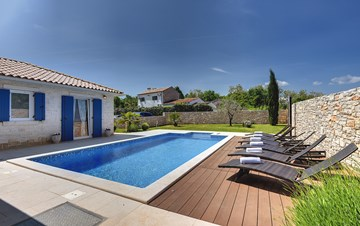 Irresistible villa with an outdoor heated pool, for 8 persons