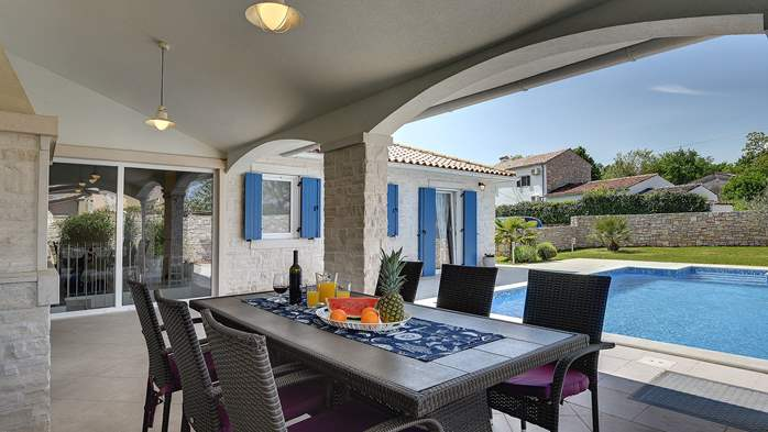 Irresistible villa with an outdoor heated pool, for 8 persons, 8