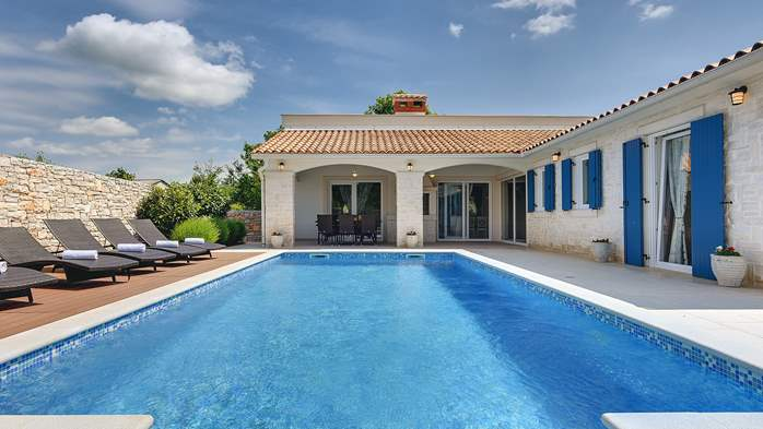 Irresistible villa with an outdoor heated pool, for 8 persons, 4