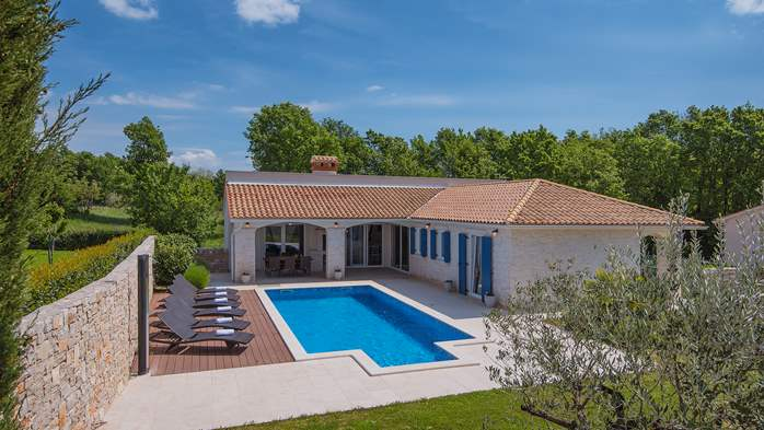 Irresistible villa with an outdoor heated pool, for 8 persons, 7