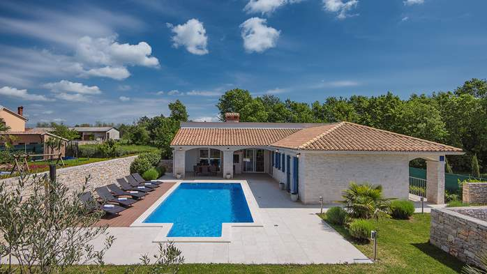 Irresistible villa with an outdoor heated pool, for 8 persons, 6