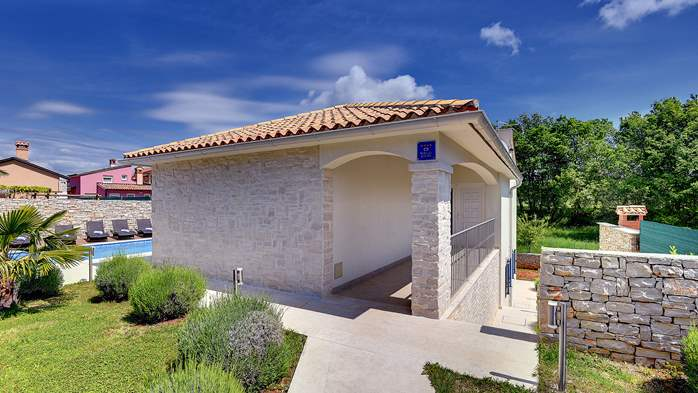 Irresistible villa with an outdoor heated pool, for 8 persons, 5