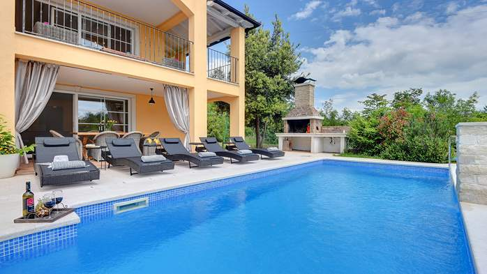 Lovely villa with pool, jacuzzi, sauna, gym and WiFi, 4