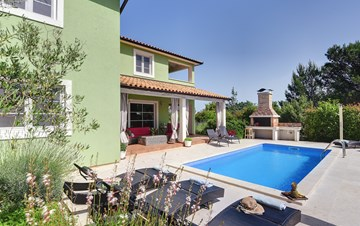 Beautiful villa with private pool, jacuzzi and playground