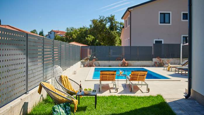 Irresistible villa with outdoor pool and playroom for 10 people, 7