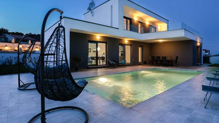Modern villa with three bedrooms, an outdoor pool and WiFi, 2