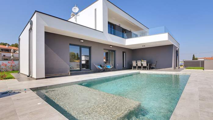 Modern villa with three bedrooms, an outdoor pool and WiFi, 4