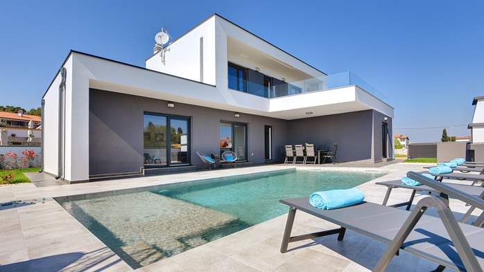 Modern villa with three bedrooms, an outdoor pool and WiFi, 6