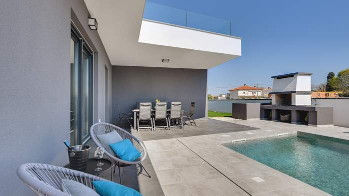 Modern villa with three bedrooms, an outdoor pool and WiFi, 10