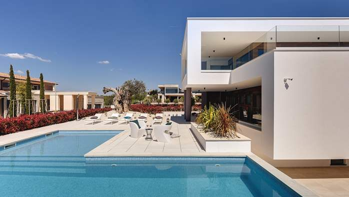 Newly built modern villa with 6 rooms, pool and large terrace, 2