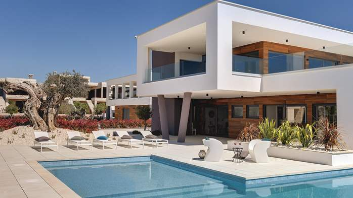 Newly built modern villa with 6 rooms, pool and large terrace, 3