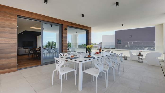Elegant villa with sea view balcony, pool and sauna, for 12 pax, 13