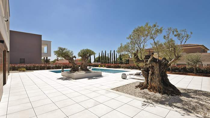 Elegant villa with sea view balcony, pool and sauna, for 12 pax, 11