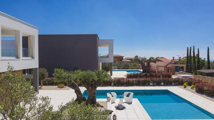 Elegant villa with sea view balcony, pool and sauna, for 12 pax, 7