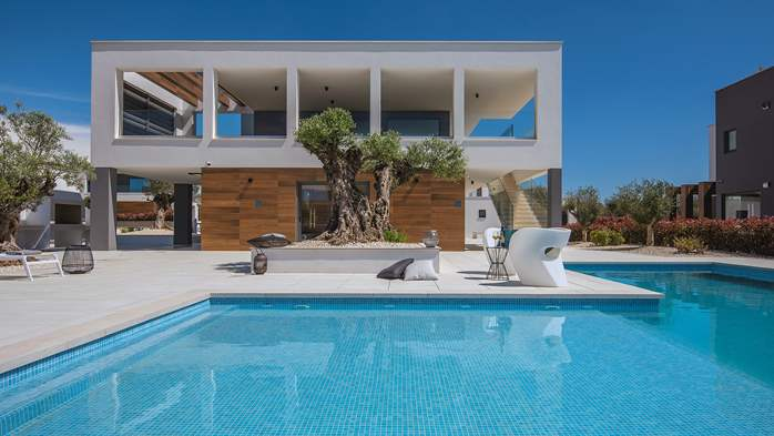 Elegant villa with sea view balcony, pool and sauna, for 12 pax, 2