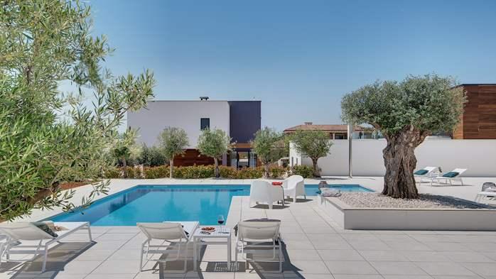 Luxury villa with outdoor pool, Finnish sauna and playroom, 6