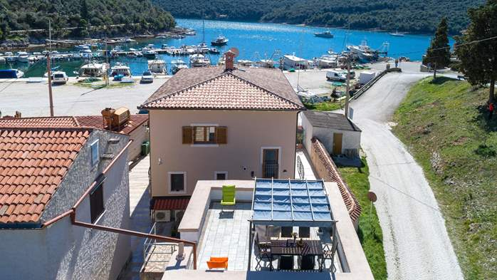 Lovely house only 20 m to the sea with private jacuzzi, 1