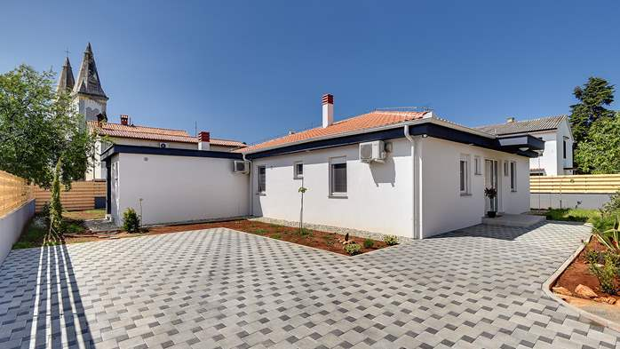 Lovely villa in a good location, with pool for up to 8 people, 5