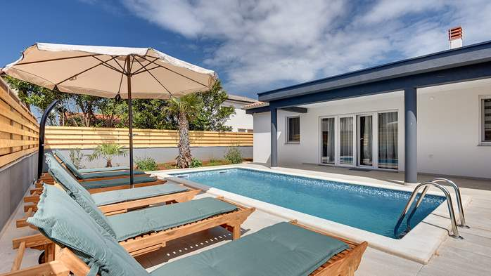 Lovely villa in a good location, with pool for up to 8 people, 1