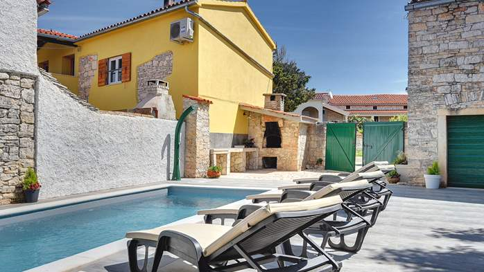 Istrian house renovated in a lovely villa with pool on 3 floors, 6