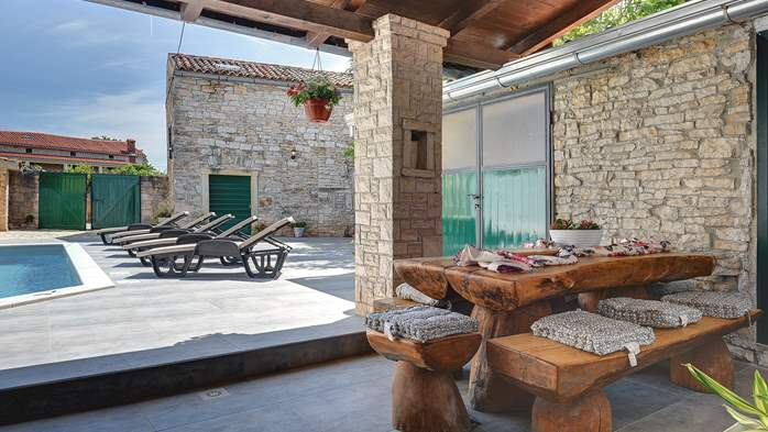 Istrian house renovated in a lovely villa with pool on 3 floors, 7