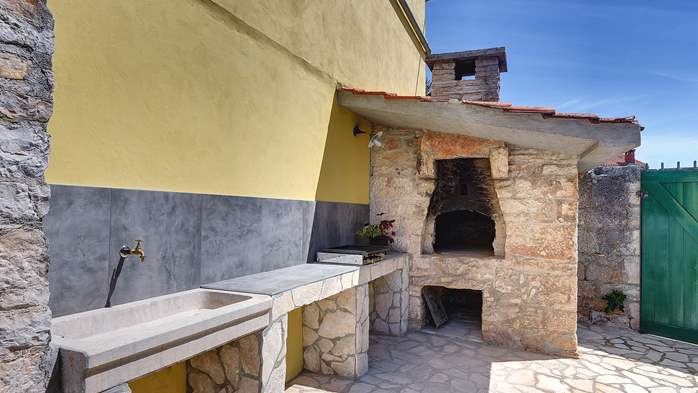 Istrian house renovated in a lovely villa with pool on 3 floors, 8