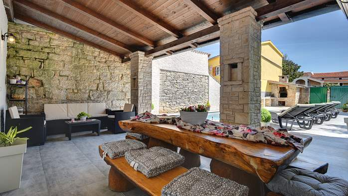Istrian house renovated in a lovely villa with pool on 3 floors, 9