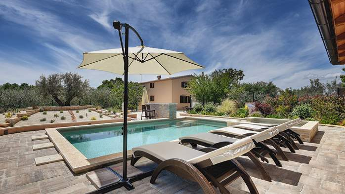 Villa with pool, sun terrace and beautifully landscaped garden, 3