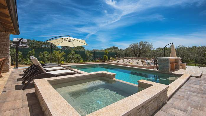 Villa with pool, sun terrace and beautifully landscaped garden, 6