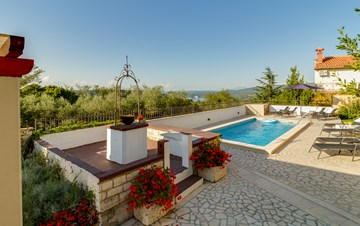 Nicely decorated villa with private pool and panoramic view