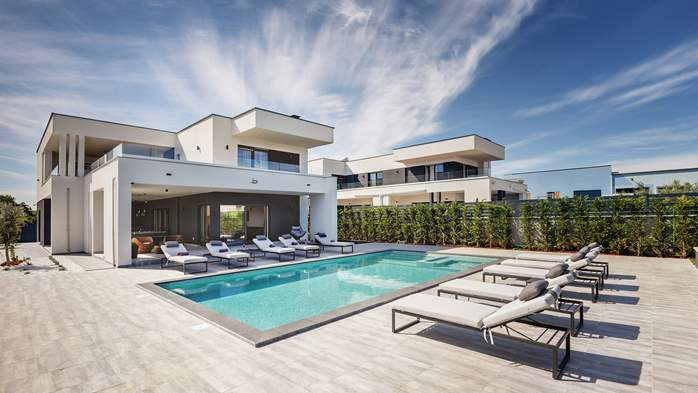 Modern villa in Pula, for 10 persons, offers a pool and sauna, 6