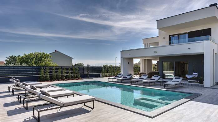Modern villa in Pula, for 10 persons, offers a pool and sauna, 8