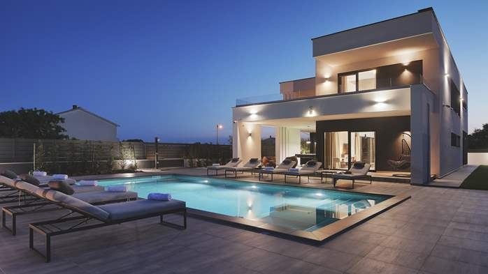 Modern villa in Pula, for 10 persons, offers a pool and sauna, 9