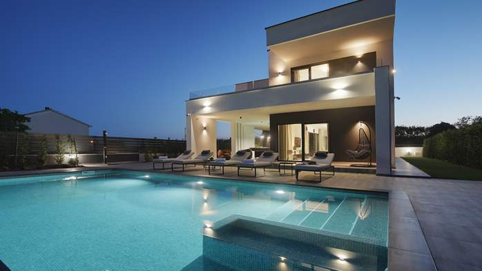Modern villa in Pula, for 10 persons, offers a pool and sauna, 10
