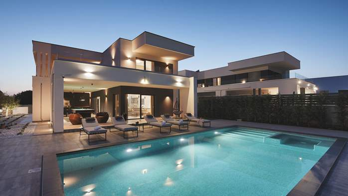 Modern villa in Pula, for 10 persons, offers a pool and sauna, 5