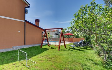 Spacious villa for 10 persons with children's playground