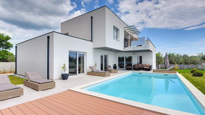Modern villa for 8 persons with pool and outdoor kitchen, 3