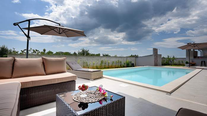 Modern villa for 8 persons with pool and outdoor kitchen, 2