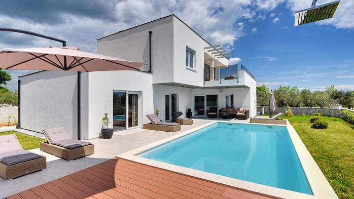 Modern villa for 8 persons with pool and outdoor kitchen, 1