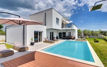 Modern villa for 8 persons with pool and outdoor kitchen