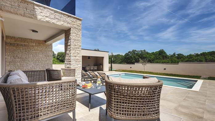 Beautiful villa for 6 persons with pool and outdoor kitchen, 2