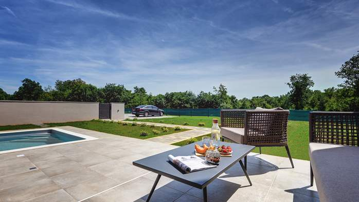 Beautiful villa for 6 persons with pool and outdoor kitchen, 5