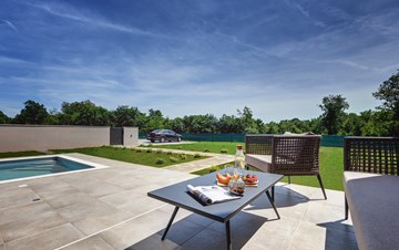 Beautiful villa for 6 persons with pool and outdoor kitchen