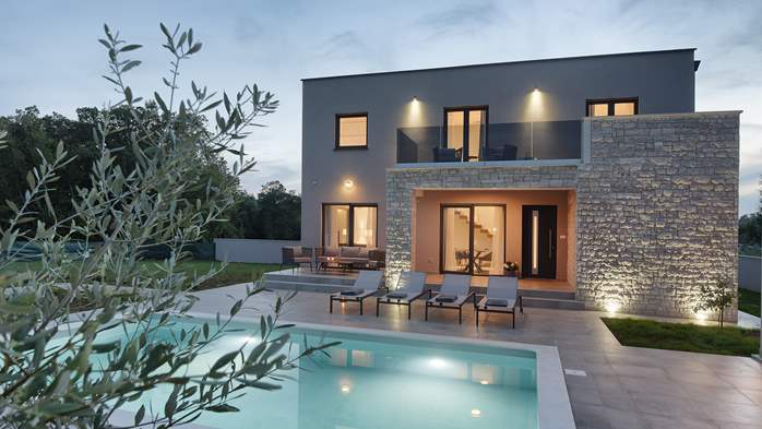 Beautiful villa for 6 persons with pool and outdoor kitchen, 8